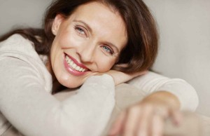 Donna sorride menopausa felice