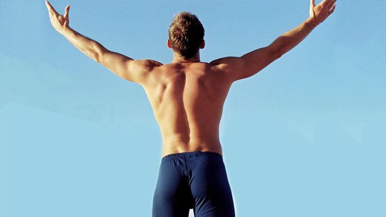Corpo di un uomo con il pavimento pelvico allenato