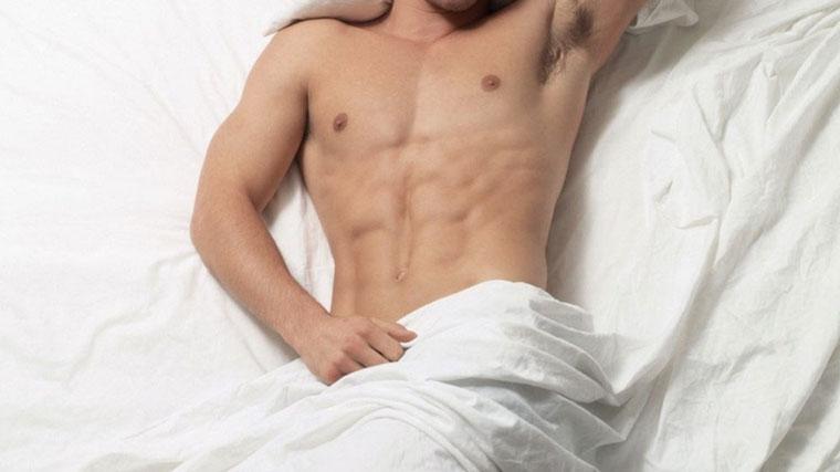 Uomo a letto migliora le capacità sessuali